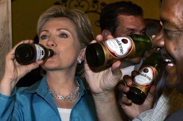 hillary-clinton-drinking-beer